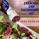 Receta de Xavier Lahuerta para MadeinSpain: ensalada variada con aceite de nuez moscada con cilantro con Salchichón de Vic en Crostón de pan